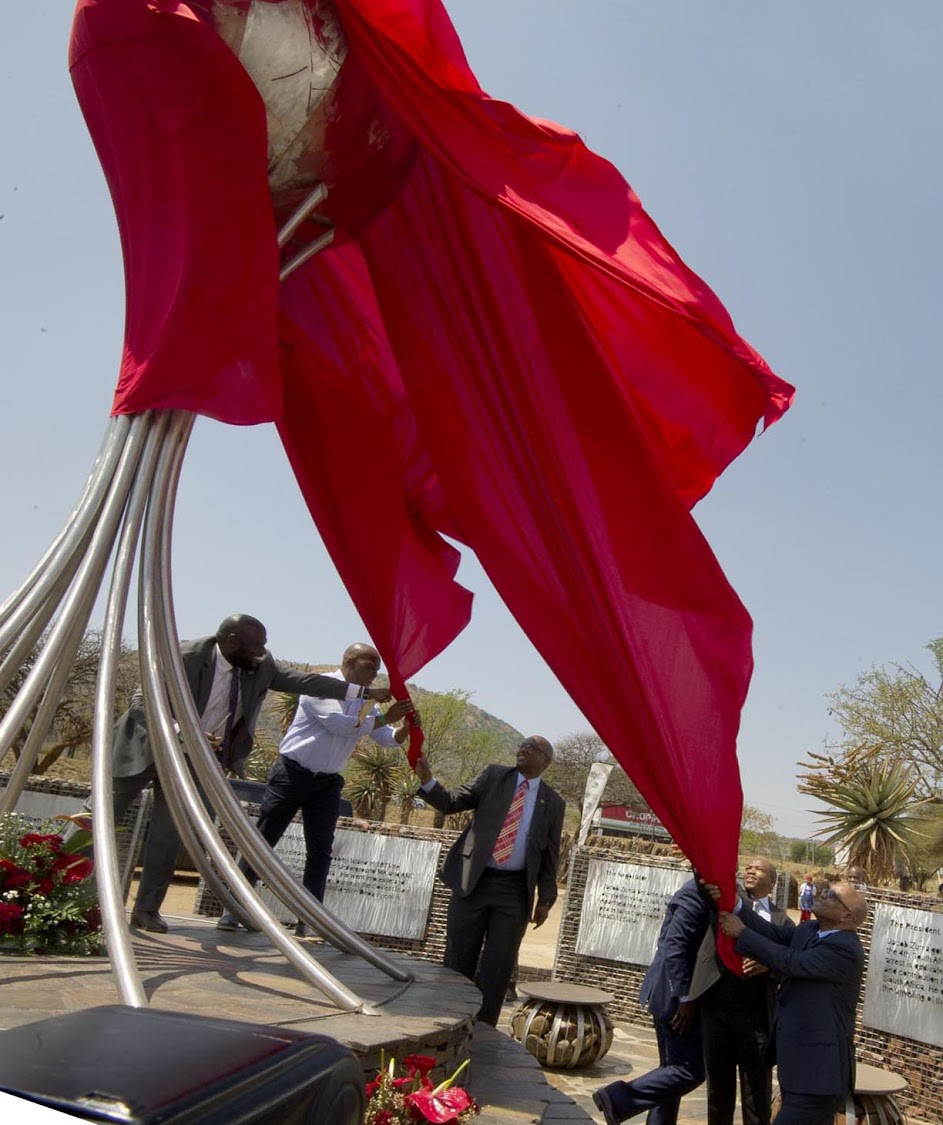 President Jacob Zuma unveiling the statue at the Groot Marico Heritage Site and Liberation Heritage Route of the Bokone Bophirima Province, on 4 October 2017.