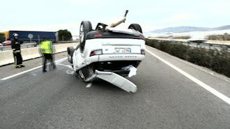 Imagen de archivo de un accidente de tráfico en una carretera de la provincia.