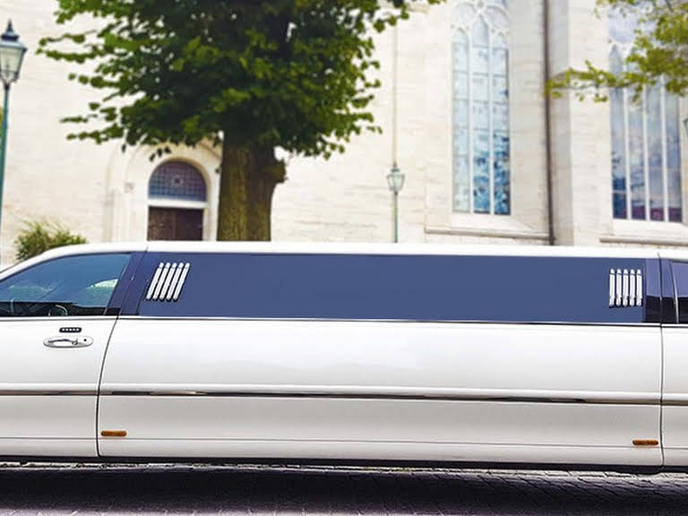 Lincoln Towncar Stretch Hire Hemse