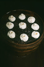 Photo: 11074 鎮江/金山飯店/台所/下ごしらえ/蟹粉獅子頭/カニの肉や卵を混ぜた肉団子