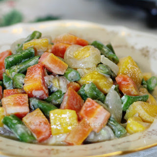 Mixed Vegetables And Semi-ripe Mangoes In Coconut Milk.