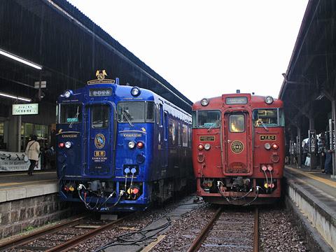 JR九州「かわせみ やませみ4号」 人吉駅にて 「しんぺい2号」との並び その1