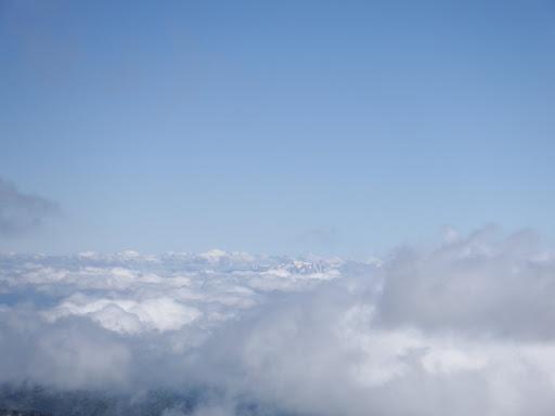 雲海と奥に白山