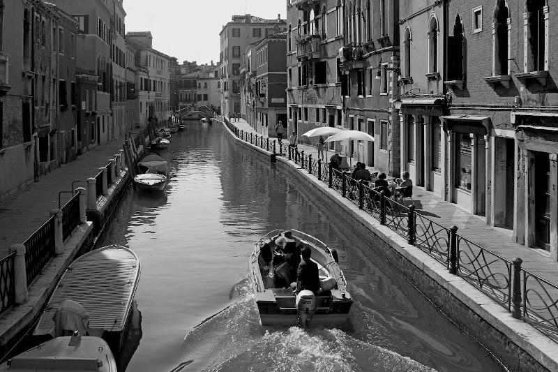 Viaggiando in segreto. di Lorenzo Manzo