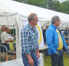 Photo: De keurmeesters L. Anema en H. Hoekstra worden welkom geheten en ook de inspecteurs Bierhof, van Burgsteden, van Haperen, van Herwerden, Kraaij en Krikken.