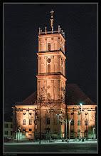 """Photo: Seine Hochwohlgeboren """"Dörchläuchting"""" (* 5. Mai 1738 in Mirow; † 2. Juni 1794 in Neustrelitz) hatte die Idee zum Neubau dieser Kirche in seiner neuen Residenz. Im Jahre 1778 konnte die Stadtkirche in Neustrelitz eingeweiht werden. Der im Stil eines italienischen Campanile gebaute Glockenturm wurde im Jahre 1831 errichtet, ist 45 Meter hoch und dient als Aussichtspunkt auf die barocke Stadtanlage."""
