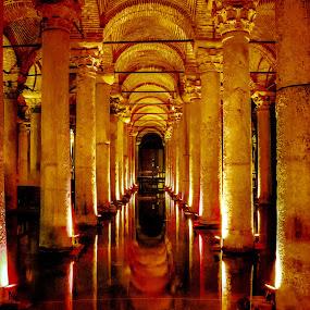 Istanbul. La Grande Cisterna by Sergio Savi - Buildings & Architecture Public & Historical