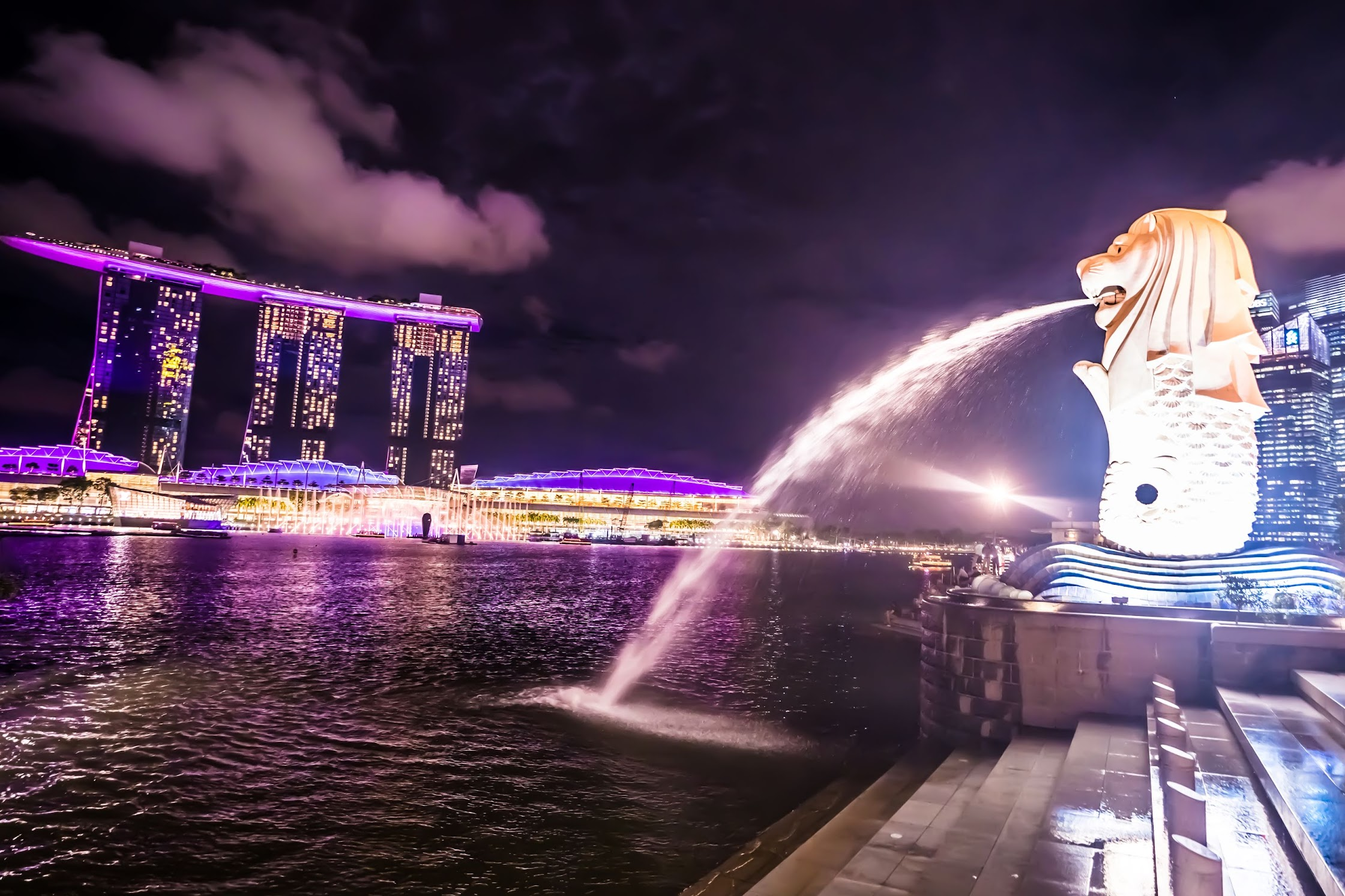 Singapore merlion evening1