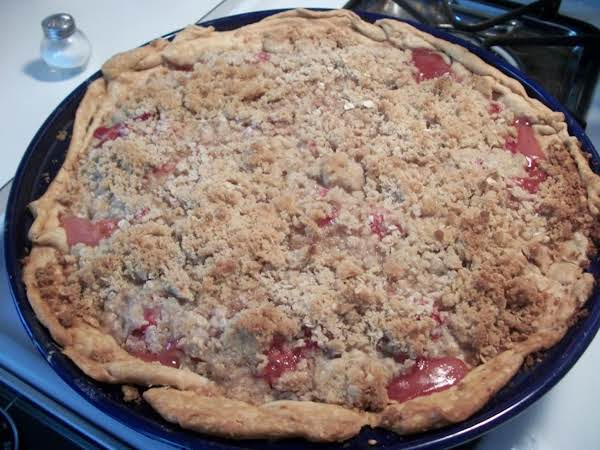 Strawberry-rhubarb Crumb Pie