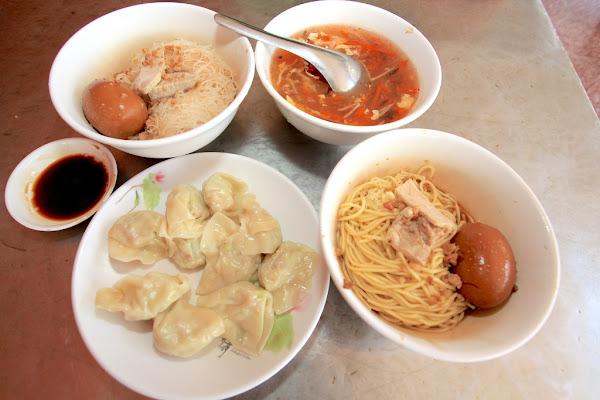 台南中西區。食尚玩家採訪過,超便宜的水餃,元月1日將漲價至每顆3元穎川水餃