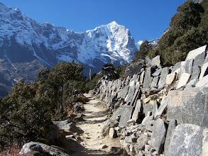 Photo: Montée dans la vallée de la Thamo khola