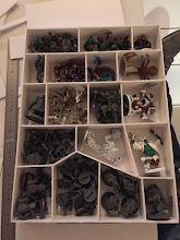 Photo: Rangement des figurines Myth, il ne manque que les cyclopes. Je sais les minions sont empilés en vrac, mais c'est un gain de place certain
