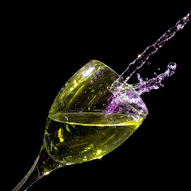 Splash Glas by James Schenk - Abstract Water Drops & Splashes ( wine, abstract, splash, abstract art, food, splash photography, drink, wine glass, abstract photography, light, water splash )