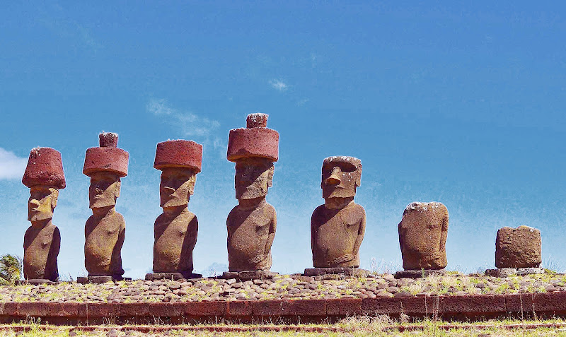 The red tops atop moai are believed to signify an erupting volcano.