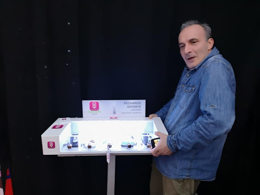 Station_recharge_borne_smartphone_vaporette_nomade_evenement_salon_paca_region_sud