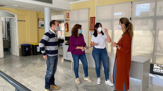 Delia Mira y personal del área de Servicios Sociales.