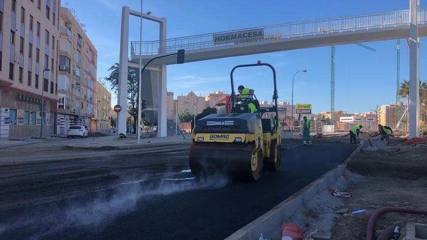 Trabajos de asfaltado en la Carretera Sierra Alhamilla, ayer