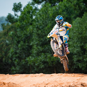 Lift it up! by Vijay Tripathi - Sports & Fitness Motorsports ( sirtbike, motocross, motorbike, motor, motorcycle, motorsport )