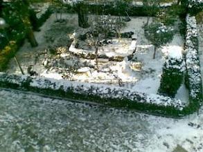 Photo: La nieve en la puerta de mi casa de Madrid-desde mi Nokia E61i