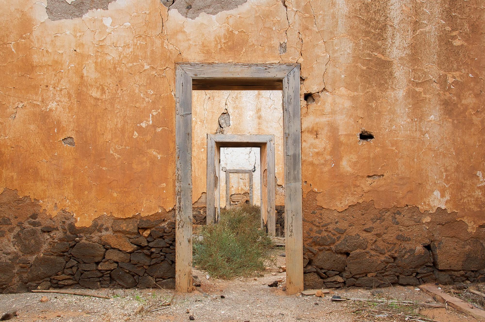 Campo militare abbandonato a La Oliva, Fuerteventura, 2011 di Cristhian Raimondi