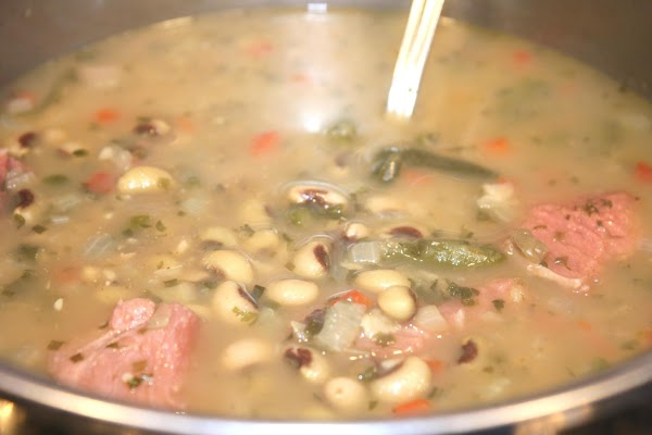 In a large saucepan bring water, bouillon cubes, bacon grease, peas, onions, bell peppers,...