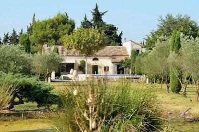 A Cozy Luxury Villa in Eygalieres