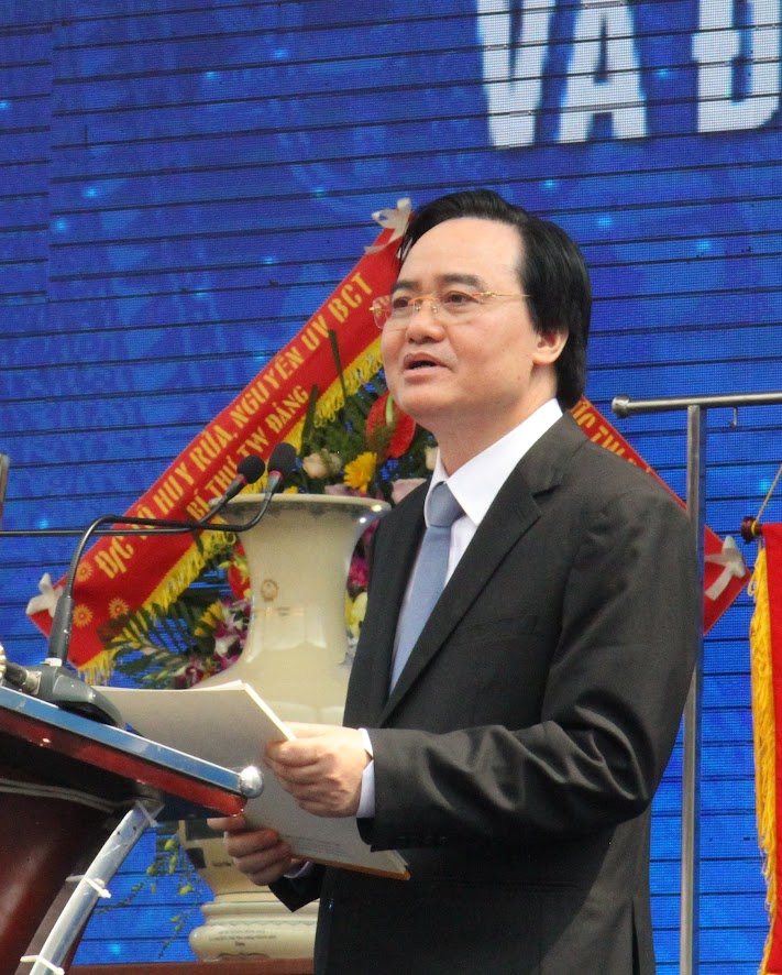 Đồng chí Phùng Xuân Nhạ, Bộ trưởng Bộ GD &ĐT phát biểu tại buổi lễ