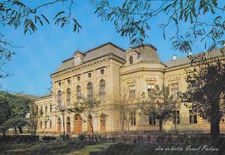 Photo: din a doua jumatate a sec.XX  clădirea Consiliului Popular Municipal, actuala clădire a Primăriei Turda sursa info http://omeka.bjc.ro/omeka/items/show/259 colectia lui Ionel