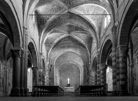 Cattedrale santi Pietro e Paolo a Sovana di terracotta