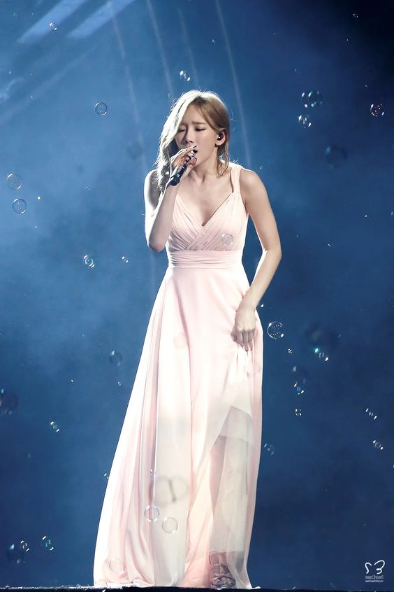taeyeon gown 43