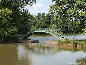 Photo: Le vieux canal à Briare avec une des nombreuses passerelles