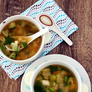 Miso Soup with Tofu – Vegetarian Miso Soup.