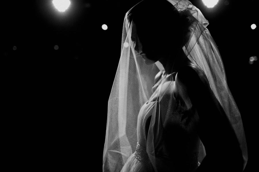Wedding photographer Vasiliy Tikhomirov (BoraBora). Photo of 15.03.2016