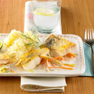 Gebratenes Fischfilet mit feiner Gemüse-Sauce
