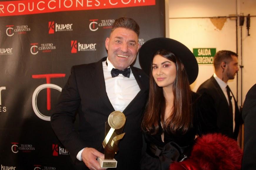 Junto al galardonado en los Premios de la Noche Almeriense.