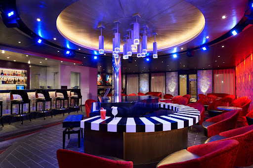 CCL_Horizon_Piano Bar88_1615.jpg - Ask the pianist to play one of your favorites at Piano Bar 88 on Carnival Horizon.