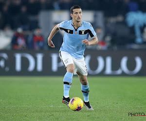 🎥  Vreemde taferelen in de Serie A: Lazio-verdediger springt op rug van tegenstander en krijgt daarvoor rood