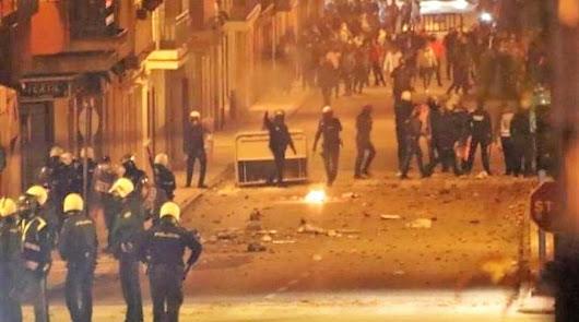 Una veintena de policías heridos y 13 detenidos en las protestas de Linares