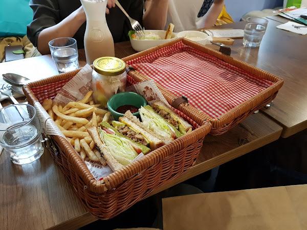 R星咖啡。可愛又夢幻的喵星人餐廳,超浮誇的野餐籃三明治www