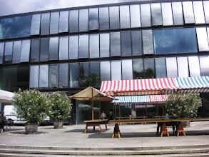 Photo: Die Gemeindeverwaltung im modernen Gebäude mitten in Reinach