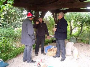 Photo: Jean-Claude (au centre), notre ex-modeleur, n'est pas avide de conseils. Daniel et  (?) l'écoutent religieusement .