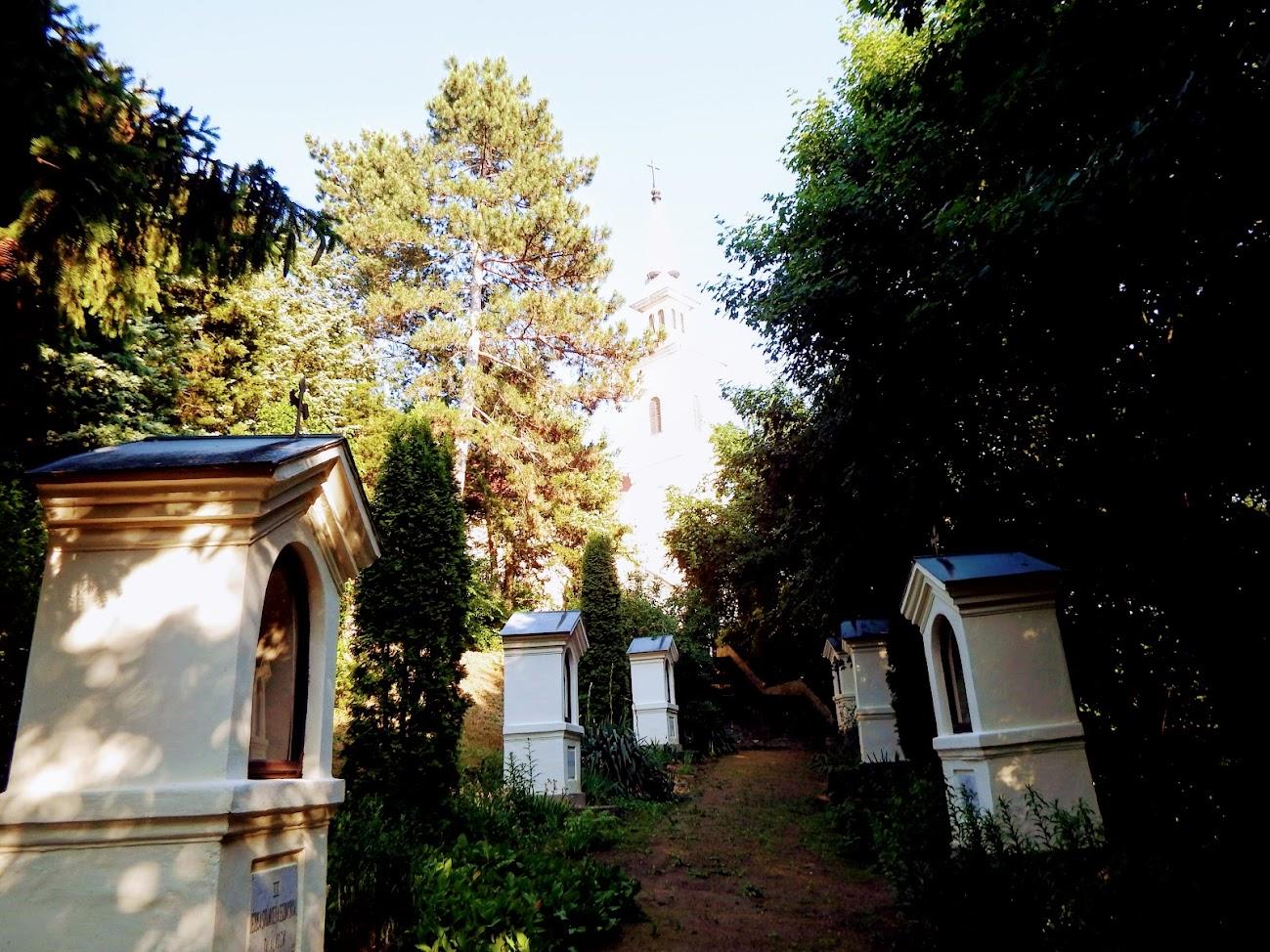 Lengyeltóti - Szent Jakab rk. templom és kálvária a templomdombon
