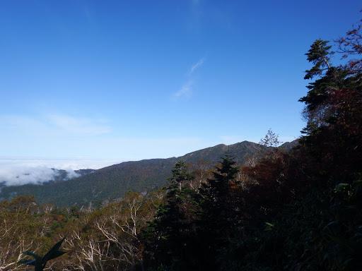 右に釈迦岳