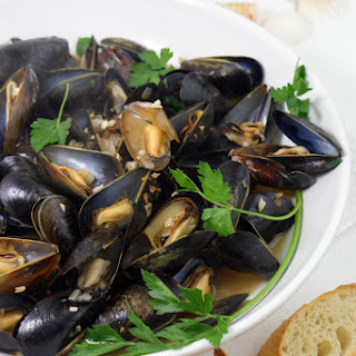 Mussels in White Wine with Garlic and Shallots