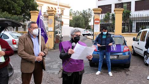 Mª Luisa Rodríguez leyó el manifiesto situada junto a Antonio Valdivieso, secretario Provincial CCOO Almería.