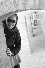 Photo: Evelina ant 33 arkų tilto Esfehane.  Evelina on 33 arches bridge in Esfahan.