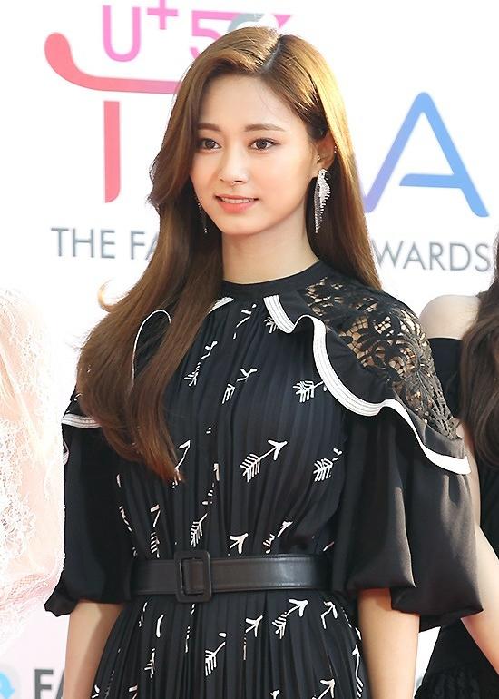 190424_Twice_Tzuyu_Fashion_-_The_Fact_Music_Awards_2019-1