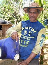 Photo: Na foto, o amigo Antônio Leandro de Oliveira um dos muitos moradores que tão generosamente me receberam e me deram água.