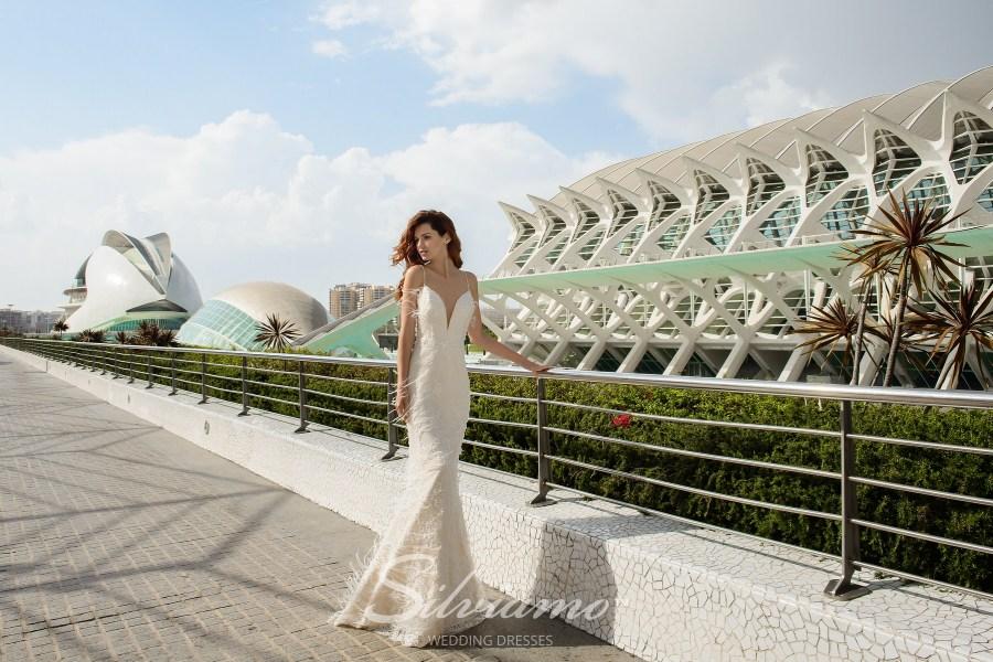 Приталенное свадебное платье оптом