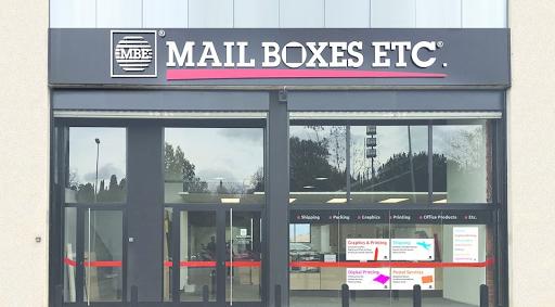 MAIL BOXES  Etc, franchiseur  sur le marché des services aux entreprises